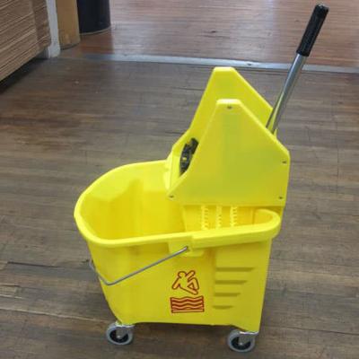 Plastic bucket wringer