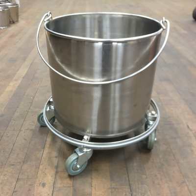Bucket-on-Casters-4-Gallon